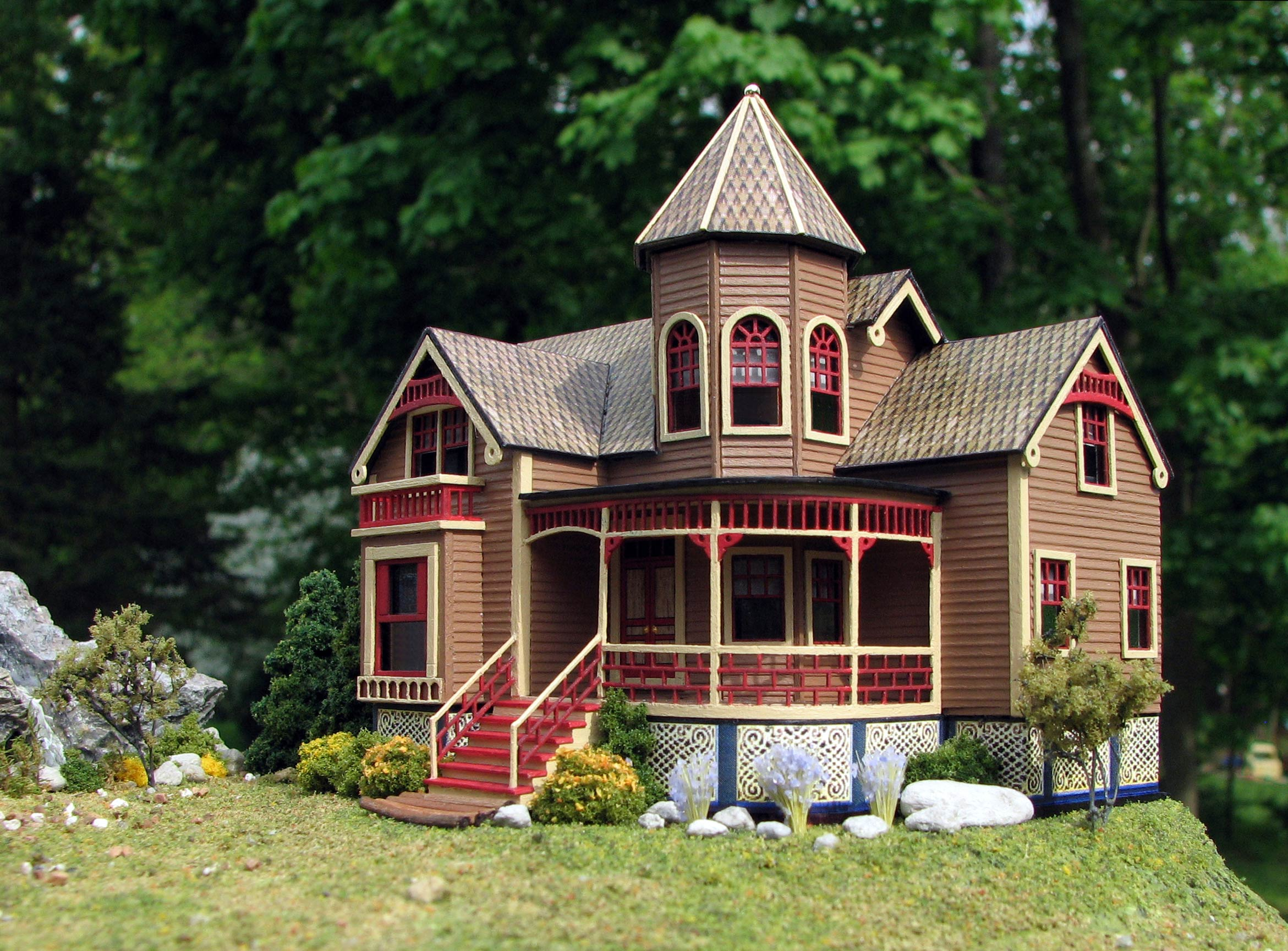 Victorian dollhouses my glob for Mini mansion homes